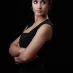Megan Montaner es Sara, secretaria social de la embajada